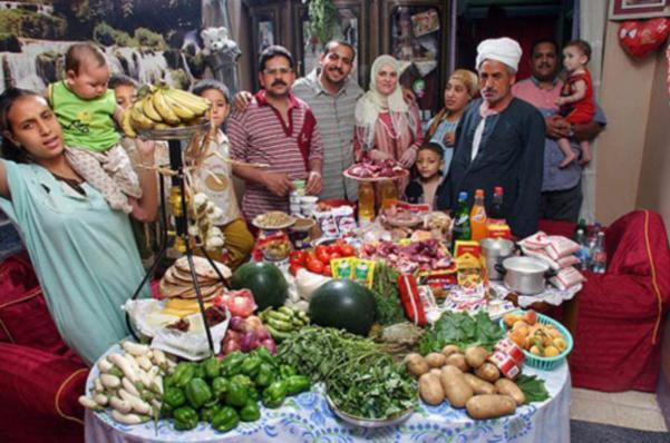 Egypte : la famille Ahmed.  38€ pour sept adultes et cinq enfants.
