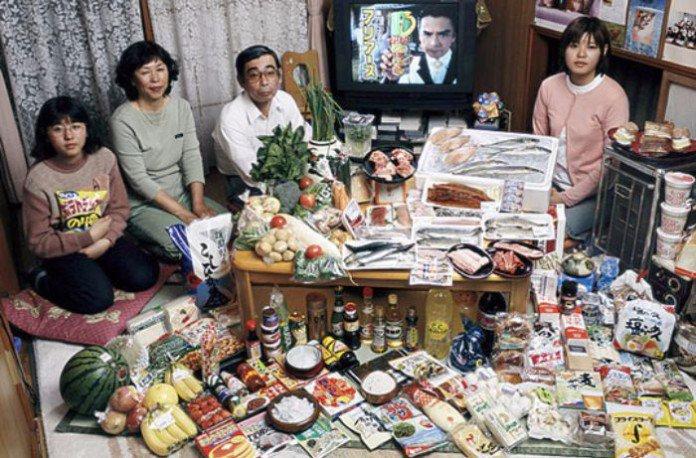 Japon : la famille Ukita. 317€ pour deux adultes et deux ados.
