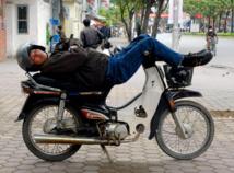 Xe Om faisant la sieste (c) Halongclassicsail