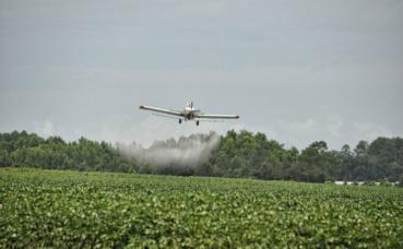Diffusion de pesticides. Image du domaine public.