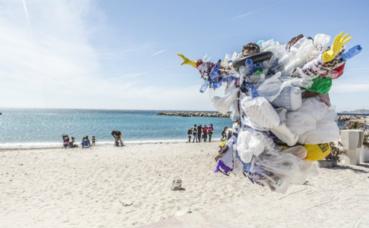 Le septième continent de plastique. Image du domaine public
