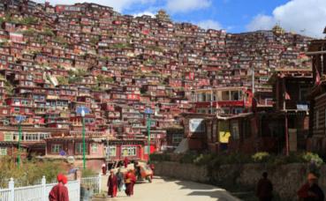 Larung Gar. Photo (c) Bodhicitta