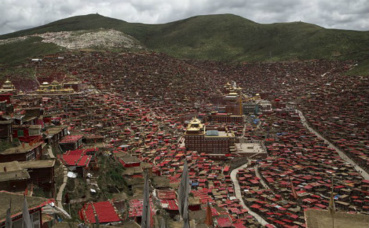 Larung Gar. Photo (c) Valerian Guillot
