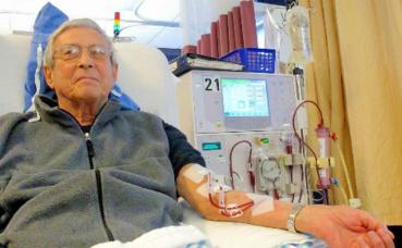 Patient recevant une dialyse. Photo (c) Anna Frodesiak