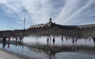 Palais de la Bourse et miroir d'eau. Photo (c) Cdo. Cliquez ici pour accéder au site du festival