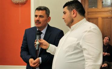 Le maire d'Alep, Brita Hagi Hasan (à gauche), et son interprète Momen Seddik. Photo (c) Anaïs Mariotti