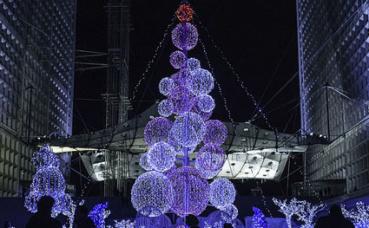 Décoration de Noël à l'Arche de la Défense. Photo (c) Jakub Szypulka