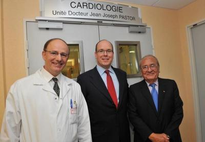 de gauche à droite: Pr Saoudi, SAS le Prince Albert II, Dr Pastor - Photo © Charly Gallo
