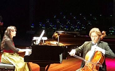 Duo allemand de musique classique: la pianiste Dagmar Hartman et le violoncelliste Reinhard Armleder. Photo (c) Bulent Inan.