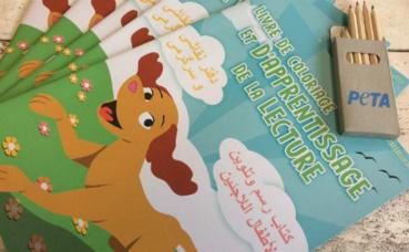 Livre de coloriage et d'apprentissage de la lecture distribué par PETA. Illustration (c) PETA