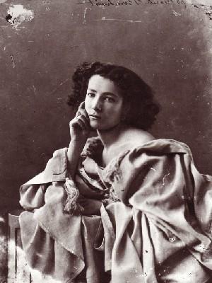 Sarah Bernhardt photographiée par Nadar