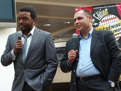 Anthony Kavannagh et Salim Zeghdar, même langage corporel pour l'humoriste et l'organisateur... Photo (c) CAP 3D