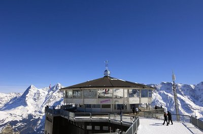 Le restaurant Piz Gloria dans les Alpes bernoises. Photo (c) DR