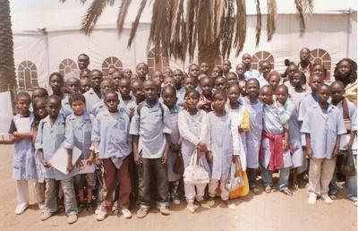 FIARA 2009: DES ELEVES DES COURS SACRE COEUR DE DAKAR EN VISITE PEDAGOGIQUE