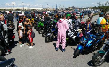 Après la balade, les motards remettent les sous à l'association Olagorroa. Cliquez ici pour accéder à la page Facebook d'Anaiak Riders