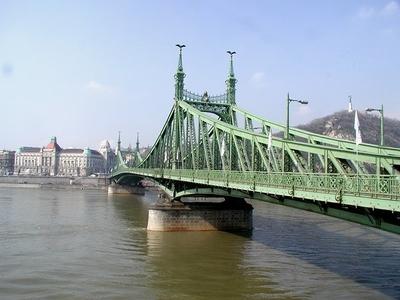 Le pont Szabadsag à Budapest