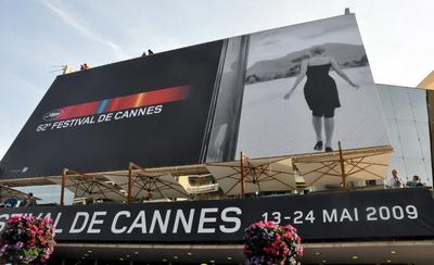 CANNES - LA PALME D'OR A ETE ATTRIBUEE A...