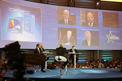 Députés européens suivant en direct les résultats des élections © CE