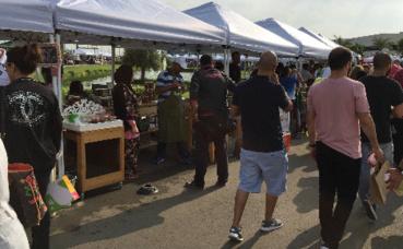 Habitants du Koweït au marché. Photo (c) Bulent Inan.