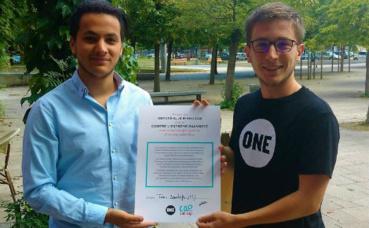 Taha Bouhafs avec l'ambassadeur de One. Photo courtoisie (c) Pierre Jothy