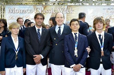 SAS le Prince Albert II et les médaillés des Jeux des Petits Etats - Photo (YCM)