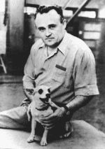 Sergueï Pavlovitch Korolev avec la chienne Laïka en 1957