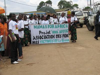 Les déplacés de Mwenga dans les rues de Bukavu.