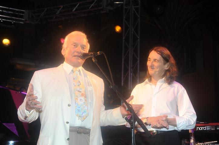 Edwin « Buzz » Aldrin et Roger Hodgson.