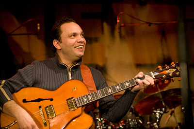 Bireli Lagrène, le prodigieux guitariste publie Gipsy Trio