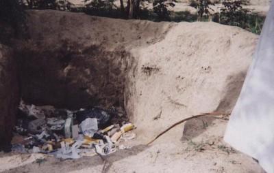 Les seringues dans une fosse
