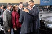 Le Secrétaire général Ban Ki-moon (de dos) avec des dirigeants du G20 au Sommet de Pittsburgh.