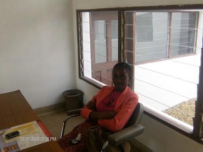 Cette jeune Rwandaise est docteur en médecine et est très appréciée