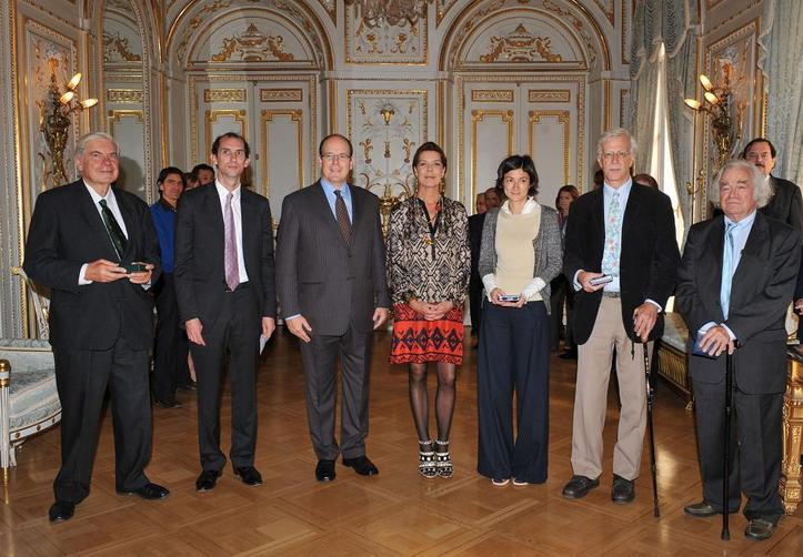SAS le Prince Albert II et SAR la Princesse Caroline avec les lauréats, au Palais Princier de Monaco. Photo (c) Charly Gallo / CDP