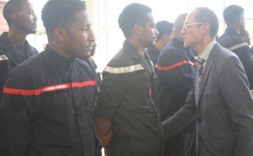 Le préfet de la Martinique a tenu à saluer les pompiers. Photo prise par Stéphane Lupon