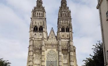Le haut de la cathédrale Saint-Gatien de Tours, le 18 septembre 2017, quelques heures avant le spectacle. Photo prise par l'auteur.