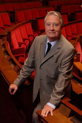 DIJON : Pour François Patriat, la tribune du Conseil régional est une estrade de campagne