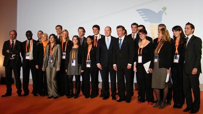 Dernière photo de groupe, après les conclusions de Joël Bouzou, clôturant le Forum. Photo (c) Eva Esztergar