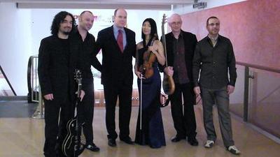 Les musiciens de la formation ZHANGOMUSIQ avec SAS le prince Albert II de Monaco. Photo (c) Eva Esztergar / CAP 3D