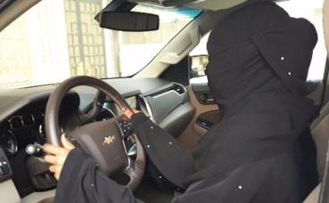 Une femme au volant à Djeddah en Arabie saoudite. Photo (c) Hassan Bouyebri
