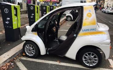 Les voitures électriques Toyota Coms à Grenoble. Photo (c) Anaïs Mariotti