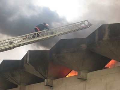 Un élément des sapeur pompiers en pleine action