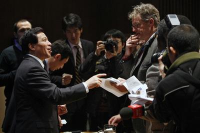 Zhang Yesui lors de la conférence de presse du 5 janvier 2010 (c) UN Photo / Paulo Filgueiras