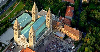 La basilique vue du ciel (pecs2010.hu)
