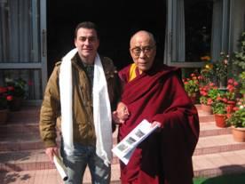 Thierry Marcadé avec Sa Sainteté le Dalaï-Lama. (c) DR