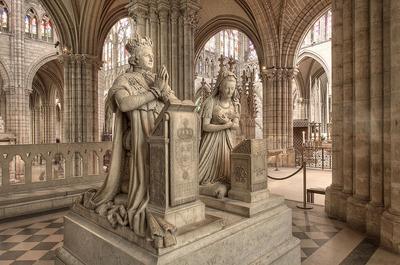 Tombeau de Louis XVI et Marie Antoinette à la Basilique de Saint Denis. (c) Eric Pouhier 2006