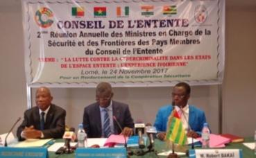 Podium de la rencontre de Lomé. Photo (c) Degbevi