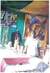 TONDO NGOMA artiste peintre sculpteur congolais résidant au Cameroun deux fois primé au SIARC (photo ETOAA Joseph)