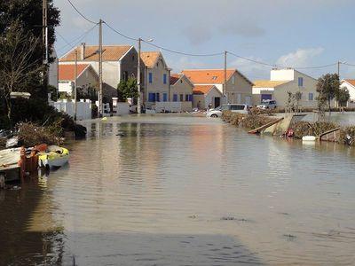 La rue du Bois Vert à Fouras après le passage de la tempête Xynthia. Photo (c) Julien Prineau