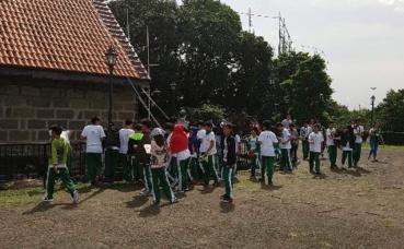 Étudiants de l'école française de Manille en sortie scolaire. Photo prise par Sarah Barreiros.