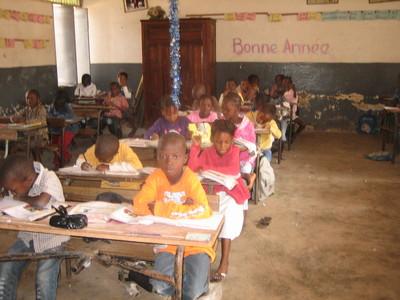Des élèves de l'école Ibrahima Bèye travaillant